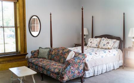 Elizabeth Room - Queen bed