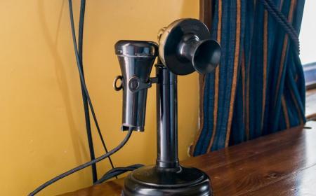 Phileas Fogg Room - Antique phone