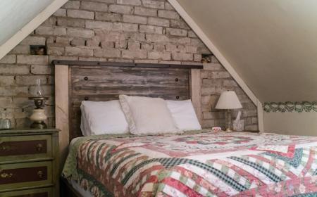 Sherlock Room - Queen bed